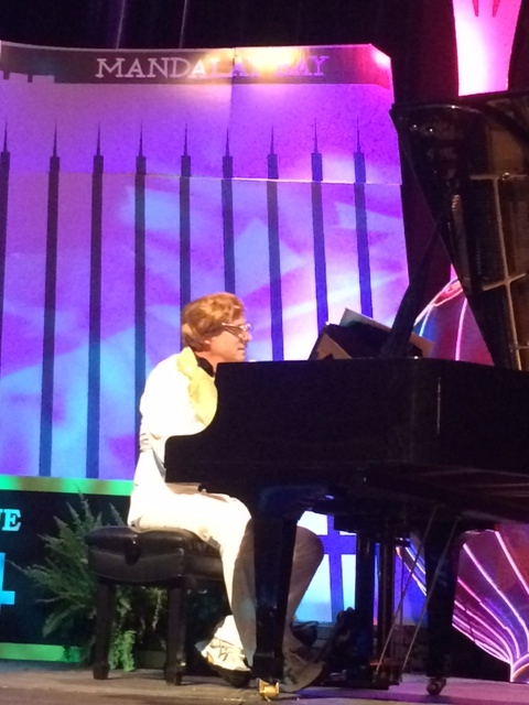 Elton at Piano SHM 2014